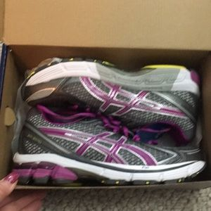 NWT Asked can gel storm electric violet shoes 7.5